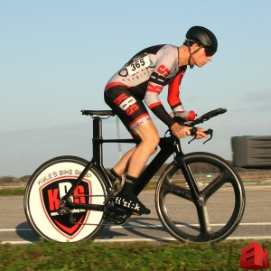 Pat at 2016 Airport TT #1, with his stealth paint job, KBS skin suit and fancy KBS solid disc wheel